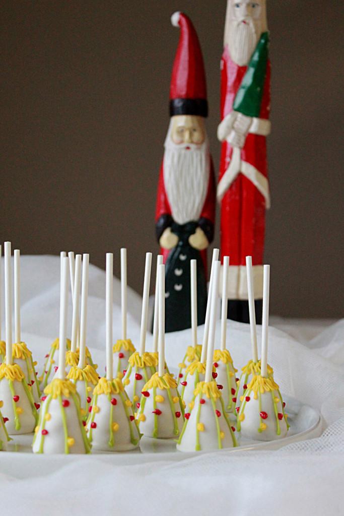 Christmas Cake Pops.White Christmas Tree Cake Pops Oh Sweet Day
